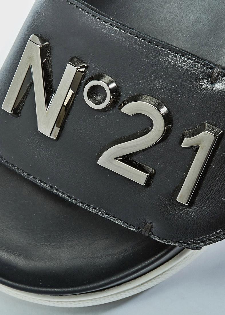 Черные шлепанцы N21 на толстой подошве