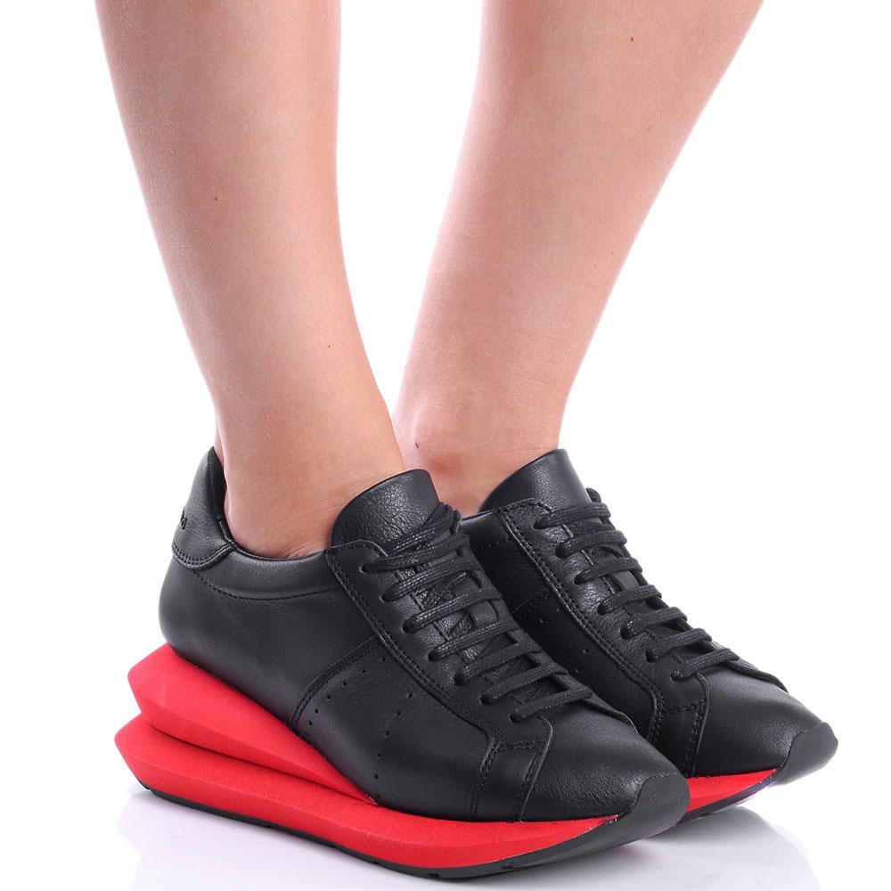 Черные кроссовки Manuel Barcelo на красной массивной подошве