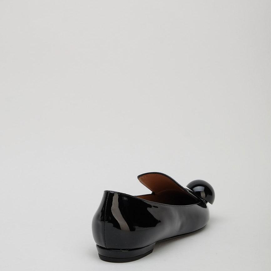 Черные лаковые балетки Emporio Armani с острым носом
