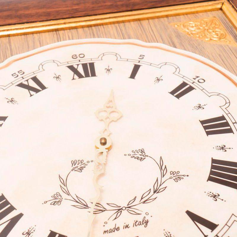 Настенные часы Capanni с корпусом квадратной формы