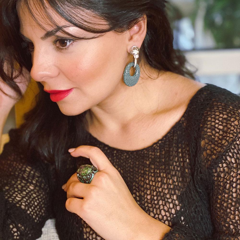 Серьги-подвески Poche Jaguar темно-зеленого цвета