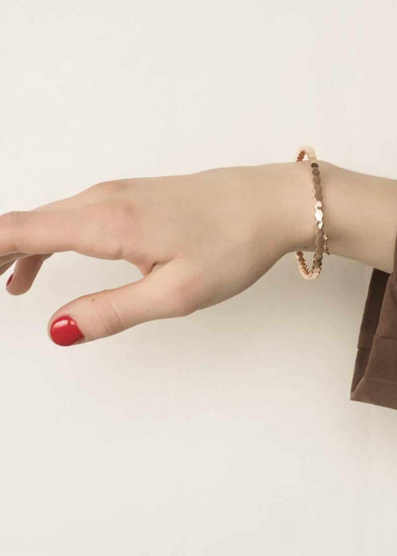 Жесткий браслет из красного золота
