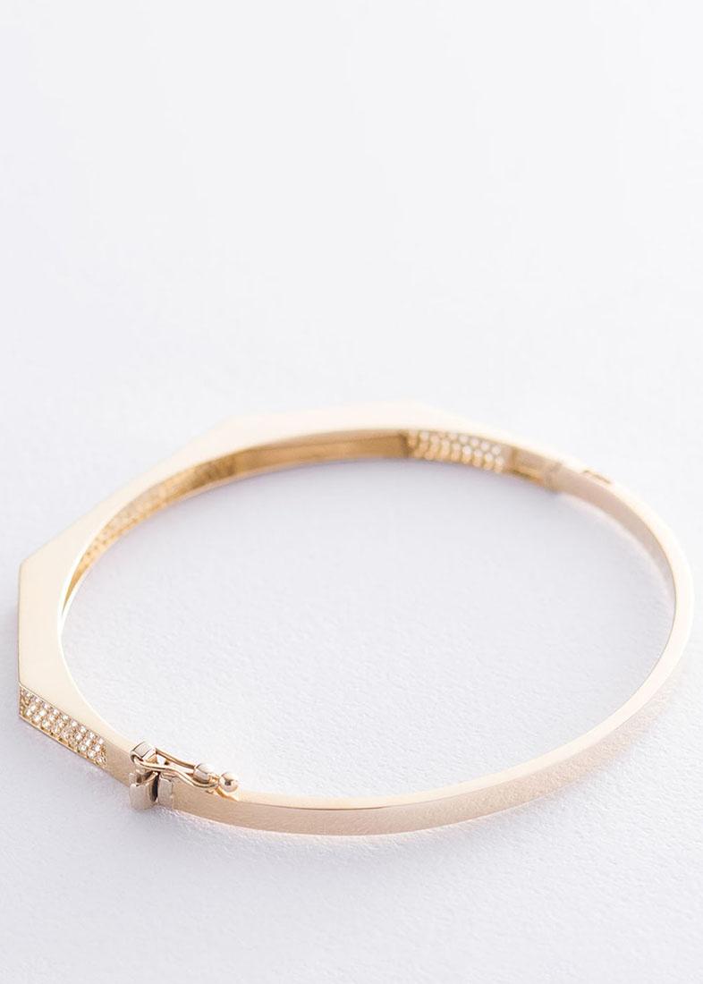 Жесткий браслет в желтом золоте с вставкой-фианитами
