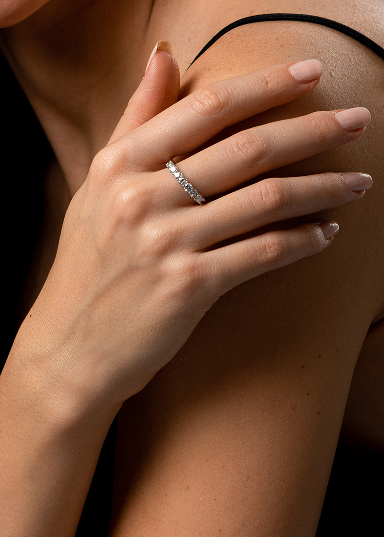 Золотое кольцо Gemmis с бриллиантовой дорожкой