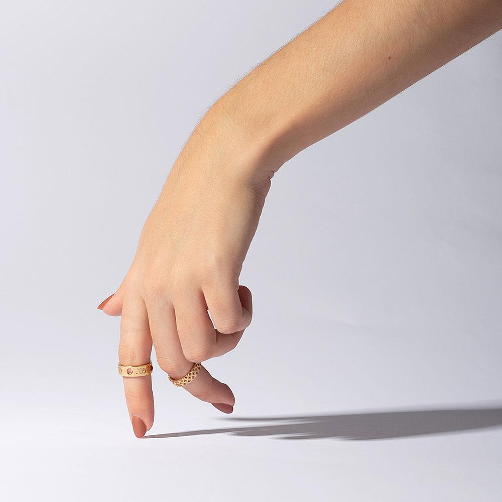 Широкое кольцо Gucci Diamantissima из желтого золота с перфорированным узором