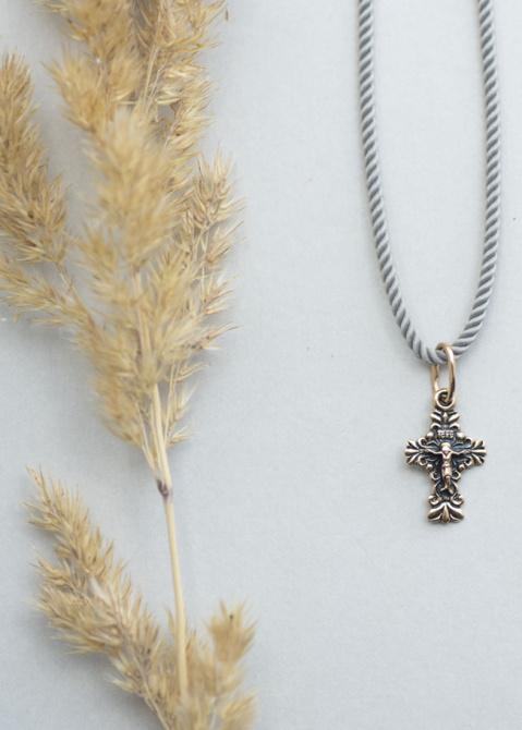 Золотой крестик с чернением, фото