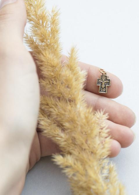 Золотой подвес с чернением, фото