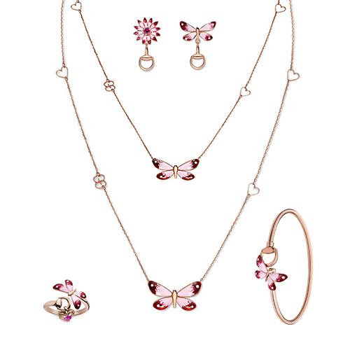 Золотой тонкий браслет Gucci Flora с розовой бабочкой и звеном из стремян, фото