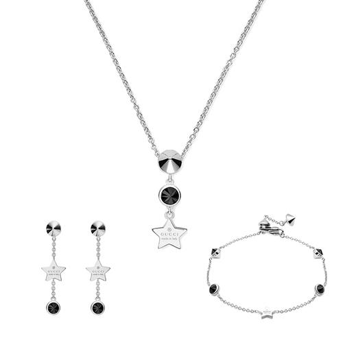 Тонкий браслет-цепочка Gucci Trademark с подвеской в форме звезды и черными камнями, фото