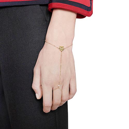 Золотой слейв-браслет Gucci Le Marche des Merveilles с бриллиантами и жемчугом, фото