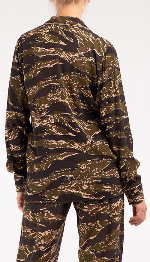 Жакет N21 с камуфляжным узором цвета хаки, фото