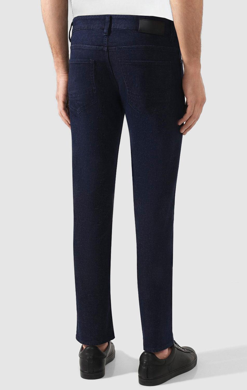 Синие джинсы Hugo Boss с логотипом на поясе