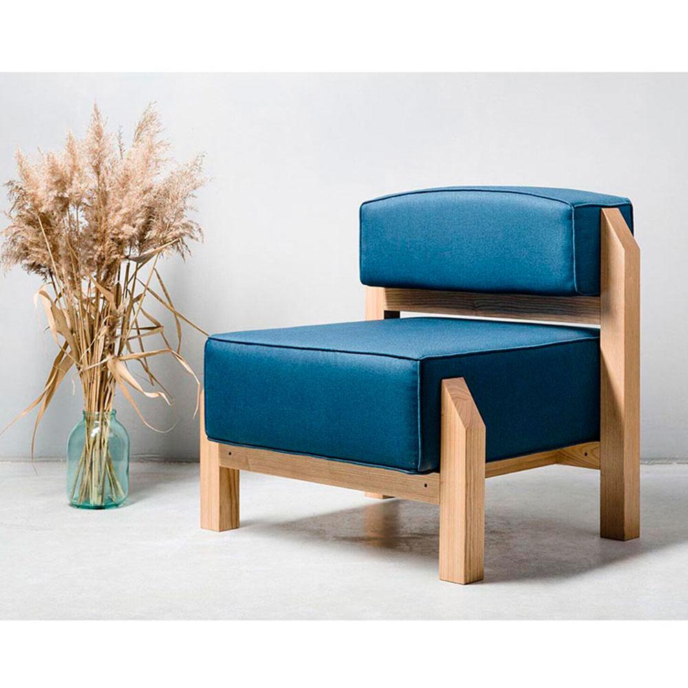 Синее кресло Wudus T-block с деревянным каркасом