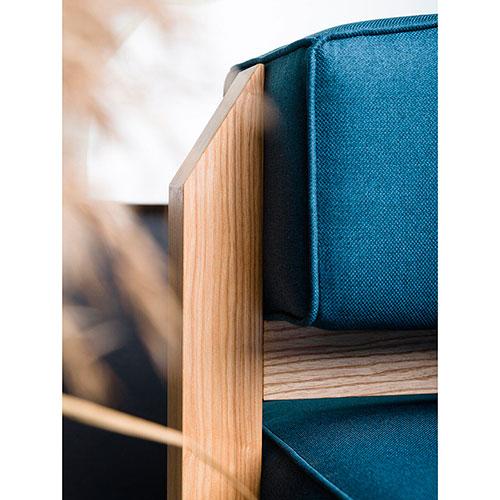 Синее кресло Wudus T-block с деревянным каркасом, фото