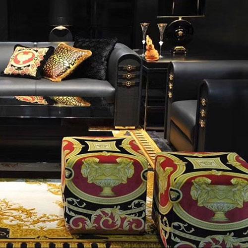 Кубический пуф Versace Home Carre с бархатной обивкой, фото