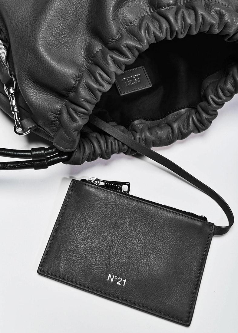 Черная сумка-мешок N21 Eva на затяжках