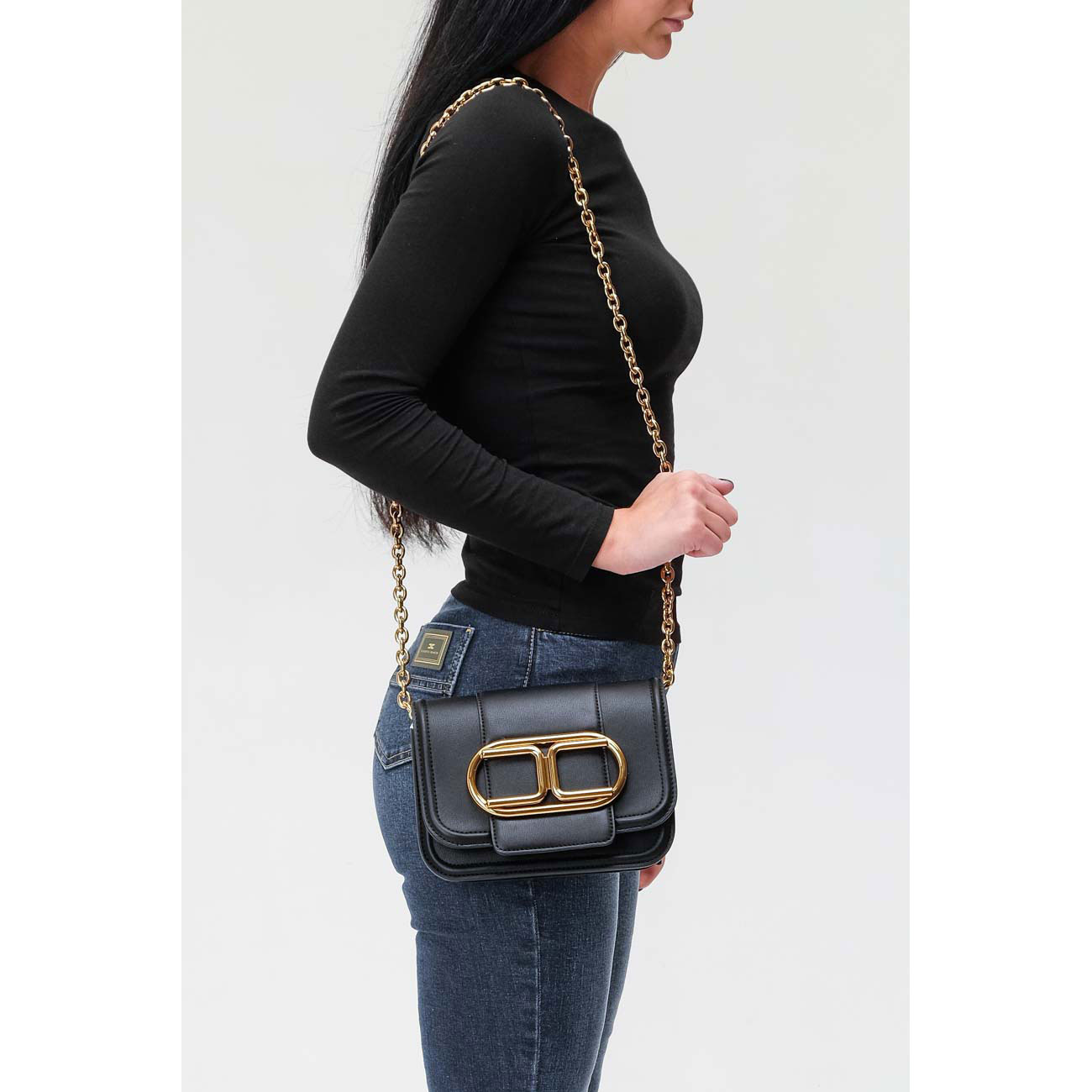 Черная сумка Elisabetta Franchi на цепочке