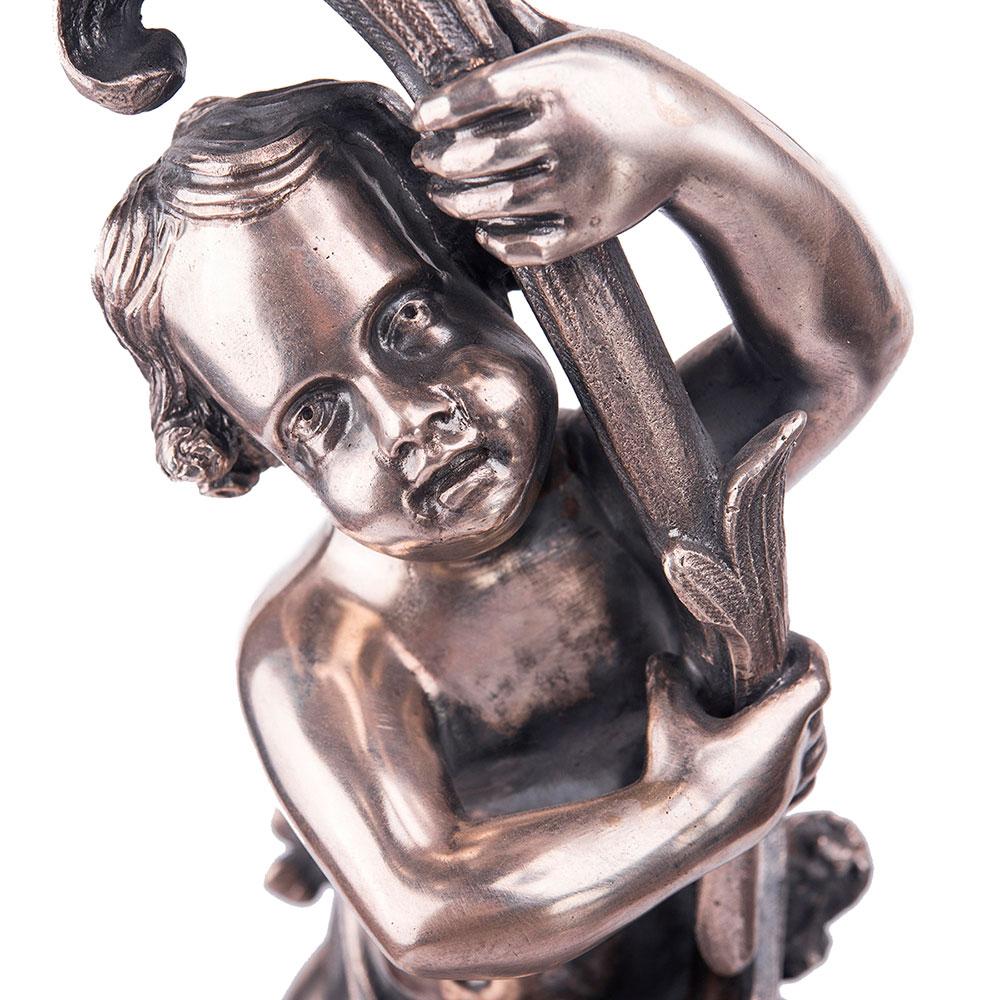 Подсвечник Оникс из серебра В руках Амура