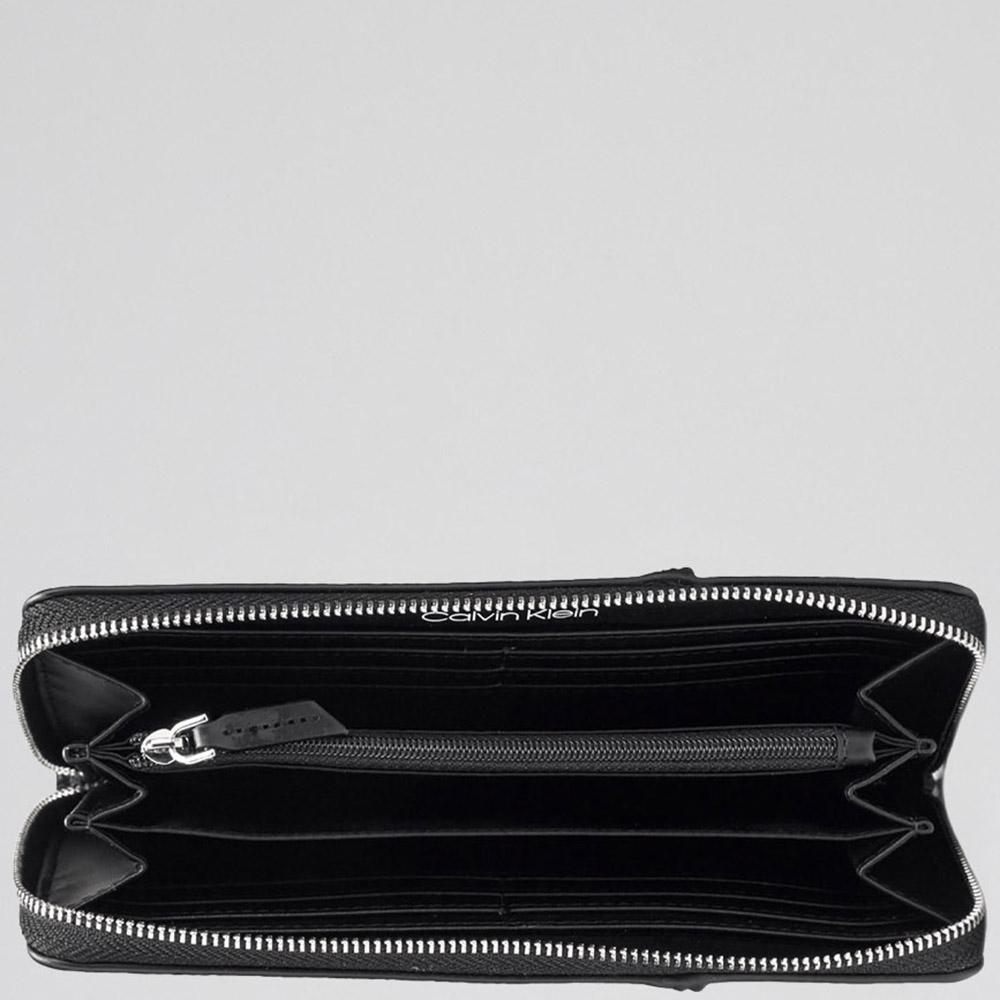 Темно-серый кошелек Calvin Klein с брендовым принтом