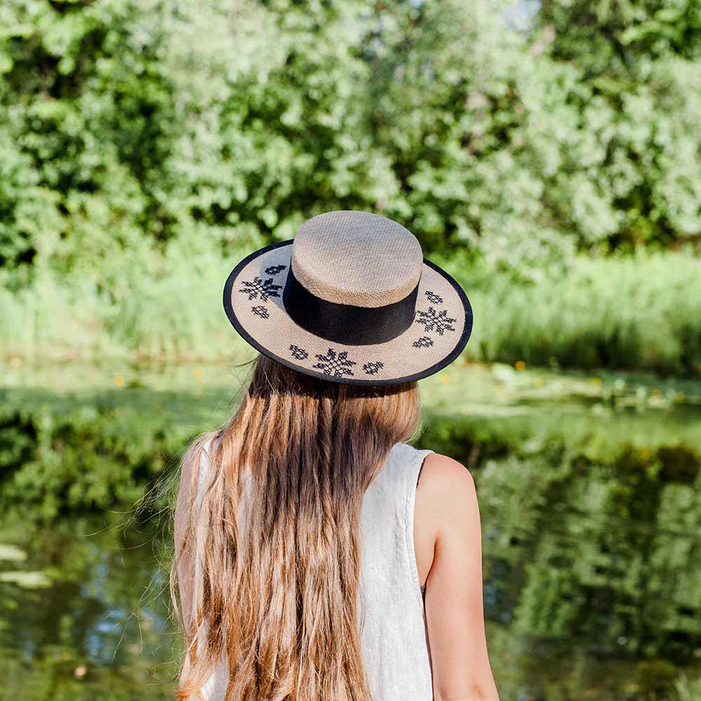 Льняная шляпа-канотье Shapelie с орнаментом черного цвета