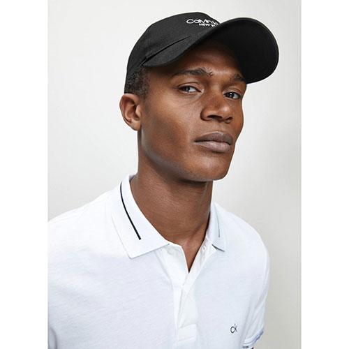 Черная бейсболка Calvin Klein с брендовой надписью, фото